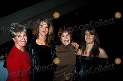 Carol Burnett Photo - Carol Burnett, Janice Vance, and Daughters Carrie and Jody Hamilton L1236 Photo:craig Skinner/Globe Photos Inc
