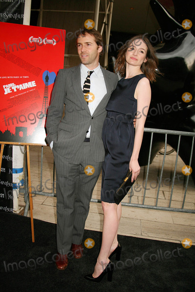 """Emily Mortimer, Allesandro Nivola Photo - The American Premiere of """"Paris, Je T'aime"""" the Paris Theater, New York City 05-01-2007 Photos by Sonia Moskowitz-Globe Photos, Inc. Emily Mortimer and Allesandro Nivola"""