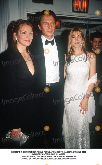 Christopher Reeve, Kim Cattrall, Liam Neeson, Natasha Richardson, NATASHA  RICHARDSON Photo - : Christopher Reeve Foundation Host a Magical Evening 2000 Waldorf Astoria, NYC 11/14/2000 Kim Cattrall,liam Neeson and Natasha Richardson Photo by Paul Schmulbach/Globe Photos,inc.