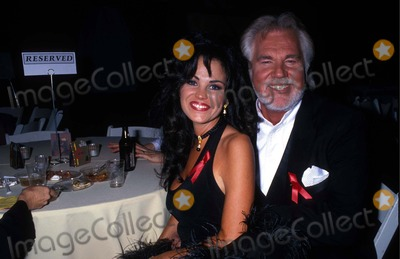 Kenny Rogers Photo - Kenny Rogers and Wanda Miller Photo by Lisa Rose/Globe Photos Inc 1995 K0508lr a & M Party