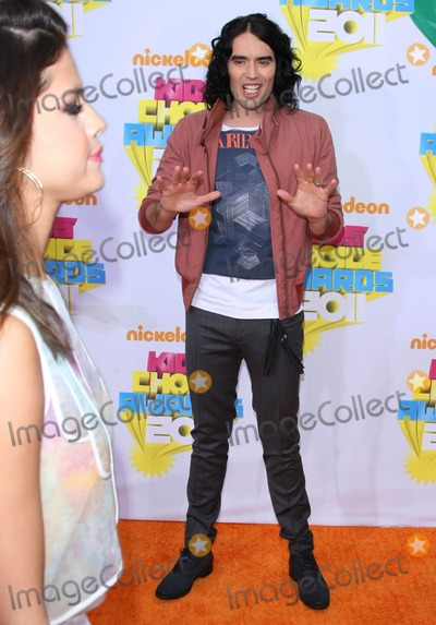 Gomez, Russell Brand, Selena Gomez Photo - Russell Brand, Selena Gomez Actor Nickelodeon's 24th Annual Kids' Choice Awards Held at the Galen Center in Los Angeles, California on 04-02-2011 photo by: Graham Whitby Boot-allstar - Globe Photos, Inc.