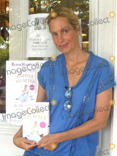 "Ali Wentworth, Book Signing Photo - Ali Wentworth at Her Book Signing For ""Happily Ali After"" Bookhampton, East Hampton, NY July 5, 2015 Photos by Sonia Moskowitz, Globe Photos Inc"