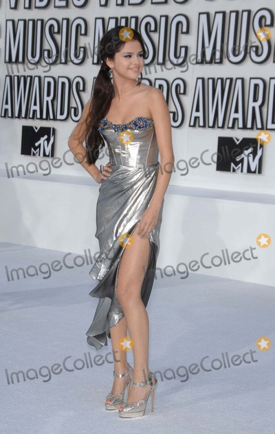 Gomez, Selena Gomez Photo - Selena Gomez During the 2010 Mtv Video Music Awards,(arrivals) Held at the Nokia Theatre, on September 12, 2010, in Los Angeles. Photo: Michael Germana - Globe Photos, Inc. 2010