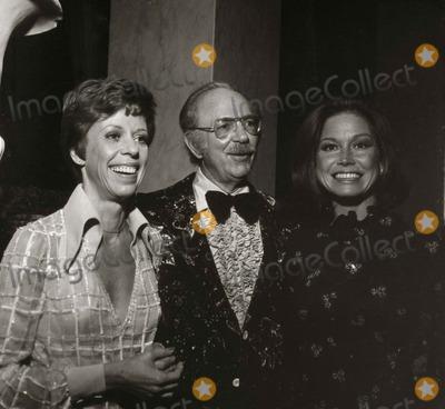 Carol Burnett, Jack Albertson, Mary Tyler Moore Photo - Carol Burnett, Jack Albertson, Mary Tyler Moore Photo: Nate Cutler/Globe Photos Inc
