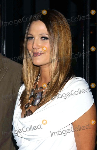 Drew Barrymore, Lyric Photo - Premiere of Music and Lyrics at the Ziegfeld Theater in New York City on 02-12-2007 Photo by Ken Babolcsay-ipol-Globe Photos Drew Barrymore