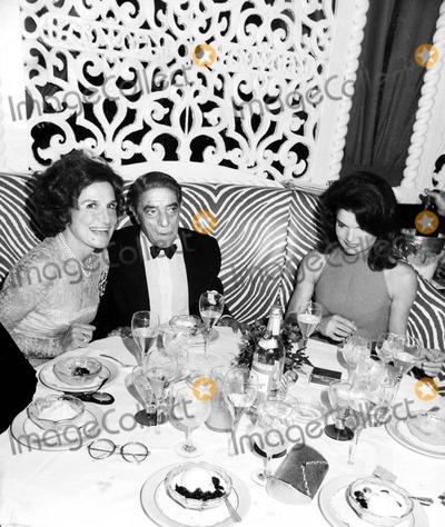 Kennedy, Jacqueline Kennedy Onassis, Jacqueline Kennedy Photo - Aristotle Onassis and Jacqueline Kennedy Onassis 1974 Smp/Globe Photos, Inc. Jacquelinekennedyonassisretro