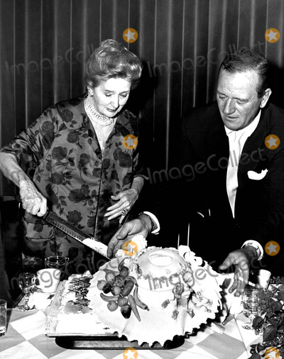 Admirable Photos And Pictures John Wayne Lifting Heddas Hat From Her Birthday Cards Printable Opercafe Filternl