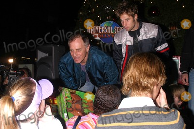 12 Gifts Of Christmas Cast.Photos And Pictures K40870mr Keith Carradine And Cast Of