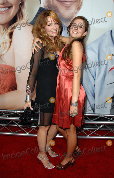 "Lea Thompson Photo - World Premiere of ""My Best Friend's Girl"" at the Arclight Cineramadome in Hollywood, CA 09-15-2008 Image: Lea Thompson and Daughter Zoey Photo: James Diddick / Globe Photos"