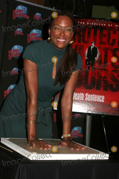 Aisha Tyler Photo - Aisha Tyler Handprint Ceremony to Promote Her Role in Death Sentence at Planet Hollywood Times Square in New York City on 08-28-2007 Photo by Paul Schmulbach-Globe Photos