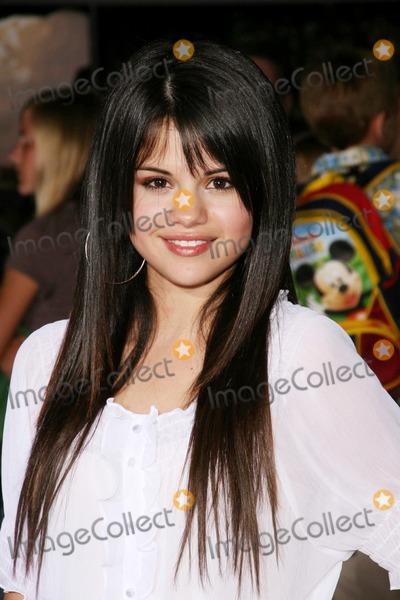 "Gomez, Selena Gomez Photo - Disney-pixar's ""wall-e"" Los Angeles Premiere Greek Theatre, Los Angeles, CA 06/21/08 Selena Gomez Photo: Clinton H. Wallace-photomundo-Globe Photos Inc"