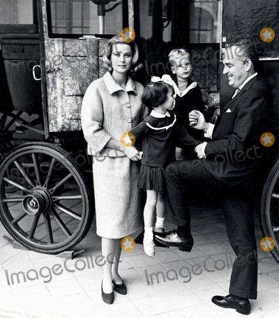 Prince, Prince Rainier, Albert de Monaco Photo - Le Prince Rainier LA Princesse Grace, Caroline Et Albert DE Monaco. 1961 Jdf / O.medias / Lukomski Photo By:o.medias-Globe Photos, Inc