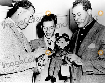 Frank Sinatra, Jack Dempsey Photo - Frank Sinatra with Jack Dempsey and Joe Louis Photo by Dm-Globe Photos, Inc.