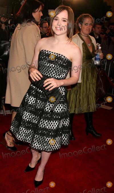 "Ellen Page Photo - ""Juno"" World Premiere Village Theatre, Westwood, CA 12/03/07 Ellen Page Photo: Clinton H. Wallace-photomundo-Globe Photos Inc"