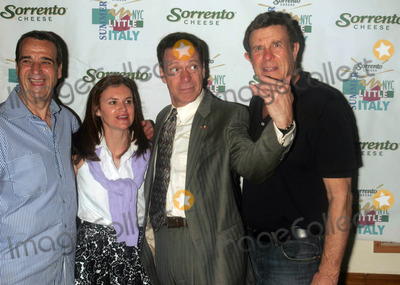 """Joe Piscopo, Brucie Morrow, Cousin Brucie, Cousin Brucie Morrow, """"Cousin Brucie"""" Morrow Photo - JOEY REYNOLDS, CRISTYNE L. NICHOLAS, JOE PISCOPO AND """"COUSIN"""" BRUCIE MORROW ARE INDUCTED INTO THE LITTLE ITALY WALL OF FAME AFTER A PRESS CONFERENCE AT ORIGINAL VINCENT'S RESTAURANTLITTLE ITALY , NEW YORK CITY 05-26-2007PHOTOS BY RICK MACKLER RANGEFINDER-GLOBE PHOTOS INC.2007JOEY REYNOLDS, CRISTYNE L. NICHOLAS, JOE PISCOPO AND """"COUSIN"""" BRUCIE MORROW K53264RM"""