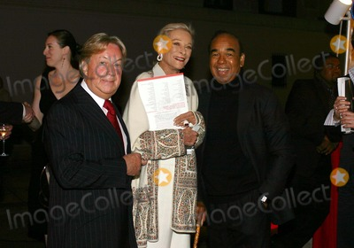 Arnold Scassi, Bobby Short, Nan Kempner Photo - Fete DE Swifty Benefit at Swifty's Restaurant in New York City 10/5/2004 Photo By:william Regan/Globe Photos, Inc 2004 Arnold Scassi, Nan Kempner and Bobby Short