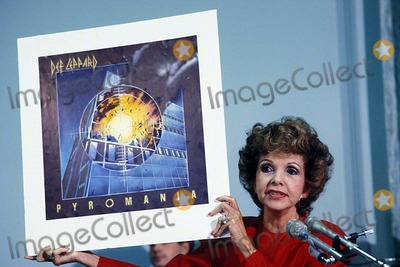 Def Leppard, Lyric, Paula Guilló Photo - Parents Music Resource Center(pmrc) Senate Hearing on Rock Porn : Rock Lyric Censorship, Washington DC 09/19/1985 Photo: James Colburn/ Ipol/ Globe Photos Inc. 1985 Hold in Up an Album of Def Leppard Called Pyromania Paula Hawkins