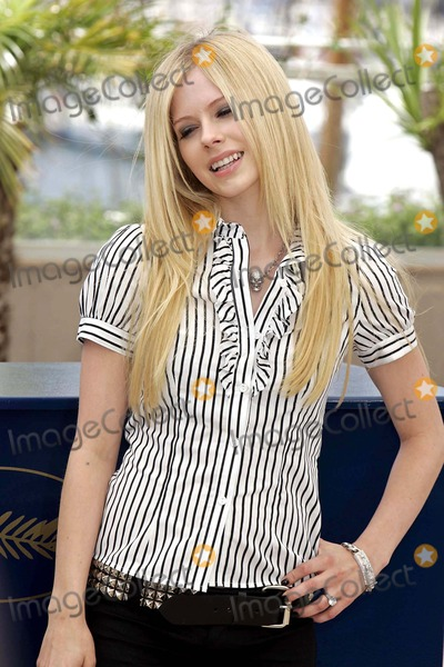 "Avril Lavigne Photo - Avril Lavigne ""Over the Hedge"" Photo Call 59th Cannes Film Festival Cannes/france 05-21-2006 Photo by Roger Harvey-Globe Photos"