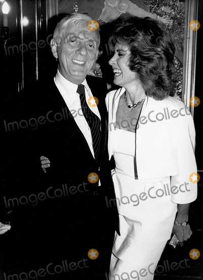 Aaron Spelling, Stephanie Powers Photo - Aaron Spelling with Stephanie Powers 1984 Supplied by Rangefinders-Globe Photos, Inc.