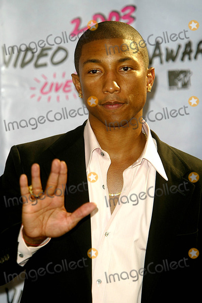 plastic-pictures-of-pharrell-williams-naked-amatuer-soccer