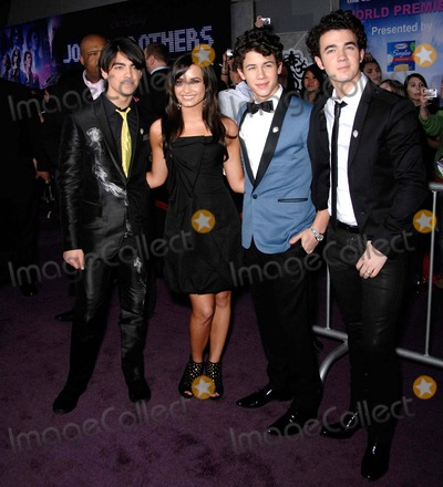 Jonas Brothers, The Jonas Brothers, Demi Lovato, Joe Jonas, Kevin Jonas, Nick Jonas, Jona, DEMI  LOVATO Photo - Joe Jonas, Demi Lovato, Nick Jonas and Kevin Jonas During Jonas Brothers the 3d Concert Experience, Held at the El Capitan Theatre, on February 24, 2009, in Los Angeles. Photo: Michael Germana / Superstar Images - Globe Photos