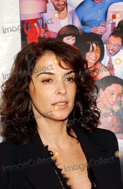 "Annabella Sciorra Photo - ""Lackawanna Blues"" Screening, Chelsea West Theatre, New York City. 02-07-2005 Photo By:ken Babolcsay-ipol-Globe Photos, Inc. 2005 Annabella Sciorra"