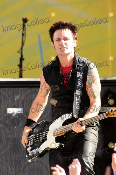 Mike Dirnt, Green Day Photo - Green Day Performs on Abc's Good Morning America Concert Series Central Park, New York City 05-22-2009 Photo by Ken Babolcsay-ipol-Globe Photos Mike Dirnt