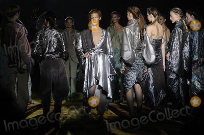 Asfour Photo - Olympus Fashion Week Asfour 2005 Fall Collection (Runway) Gotham Hall 36th & 6th New York City 02-12-2005 Photo: Ken Rumments-Globe Photos Inc. 2005 Asfour Fashion Runway Model