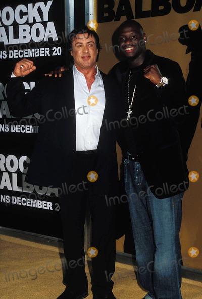 Antonio Tarver, Sylvester Stallone Photo - World Premiere of Rocky Balboa,grauman's Chinese Theater,hollywood CA. 12-13-2006 Photo by Phil Roach-ipol-Globe Photos, Inc. 2006 I11469pr Sylvester Stallone and Antonio Tarver