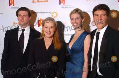 "Meryl Streep, Alexandra Reeve, Dana Reeve, Matthew Reeve, Will Reeve, DANA REEVES, Meryl  Streep Photo - The Christopher and Dana Reeve Foundation ""a Magical Evening"" the Marriott Marquis, New York, NY 11-12-2007 Photo by John Krondes-Globe Photos, Inc. Matthew Reeve, Meryl Streep, Alexandra Reeve, Will Reeve"