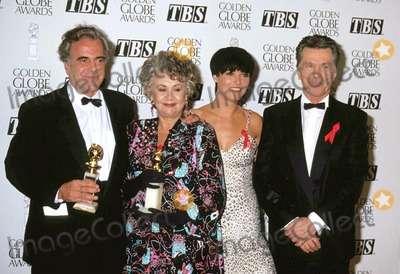 Amanda Donahue, Joan Plowright, Maximilian Schell, Tom Skerritt Photo - 1993 Golden Globe Awards Maximilian Schell_tom Skerritt_joan Plowright_amanda Donahue Photo by Michael Ferguson-Globe Photos,inc.