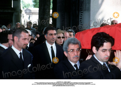 Farah Pahlavi, Passy, As Yet Photo - IMAPRESS. PH : CLEMOT / BENITO.FUNERAL OF PRINCESS LEILA PAHLAVI IN PARIS, 16TH JUNE 2001. IN TOTAL BEREAVEMENT, THE EX-EMPRESS OF IRAN FARAH PAHLAVI BURIED HER DAUGHTER IN THE PASSY CEMETERY IN PARIS. LEILA PAHLAVI, 31, PASSED AWAY A WEEK AGO IN LONDON. THE OFFICIAL COMMUNIQUE WRITTEN BY HER MOTHER INDICATED THAT SHE PASSED AWAY IN HER SLEEP, BUT THE EXACT CIRCUMSTANCES OF THE DEACEASED REMAIN AS YET UNKNOWN.REZA II AND EMPRESS FARAH FOLLOW THE COFFIN.CREDIT: IMAPRESS/CLEMOT/BENITO/GLOBE PHOTOS, INC.