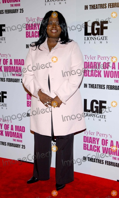 Angie Stone, Madness Photo - Diary of a Mad Black Woman, Premiere at the Arclight Cinerama Dome Hollywood, CA. 02-21-2005 Photo by Fitzroy Barrett/Globe Photos Inc. 2005 Angie Stone