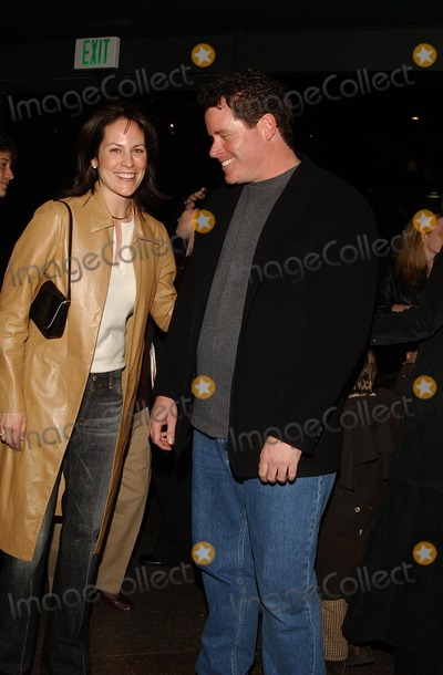 Annabeth Gish Photo - : Race to Space Screening Dga, LA, CA 03/13/2002 Annabeth Gish and Director Seac Mcnamara Photo by Amy Graves/Globe Photos,inc.2002 (D)