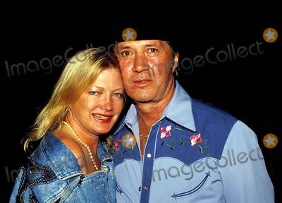 David Carradine Photo - David Carradine and Wife Gail Jensen Photo By:tom Rodriguez/Globe Photos, Inc