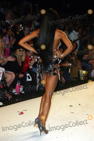 Naomi Campbell Photo - Olympus Fashion Week: Heatherette Show Spring 2005- Runway at Bryant Park in New York City 09/08/2004 Photo: John Zissel/ Ipol/ Globe Photos Inc 2004 Naomi Campbell