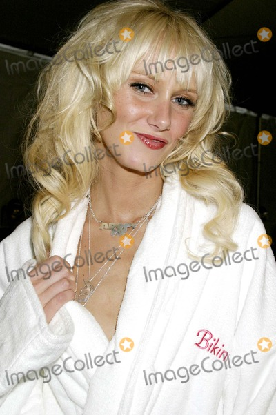 Kimberly Stewart, Ashley Paige Photo - Backstage at the Ashley Paige Spring/summer Collection Show -Mercedes Benz Spring 2005 Fashion Week, Smashbox Studios, Culver City, CA 10/27/2004 Photo by Clinton H. Wallace/ipol/Globe Photos Inc. 2004 Kimberly Stewart