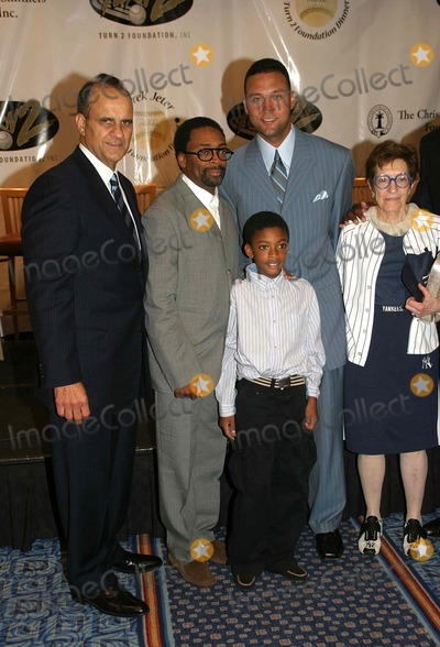"""Derek Jeter, Adele, Joe Torre, Spike Lee Photo - I10912DEREK JETER AND GUESTS DISCUSS HIS """"TURN 2"""" FOUNDATION AT THE 10TH ANNUALTURN 2 FOUNDATION'S DINNER AND AWARDS CEREMONY MARRIOTT MARQUEE 06-29-2006PHOTO: BARRY TALESNICK-IPOL-GLOBE PHOTOS INC.JOE TORRE, SPIKE LEE AND SON , DEREK JETER AND ADELE SMITHERS"""
