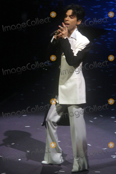 Photos and Pictures - Prince Concert on His Musicology Tour