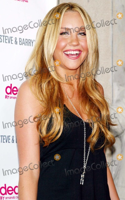 "Amanda Bynes Photo - Amanda Bynes Arrives For the Party to Celebrate the Launch of Her New Clothing and Accessory Line Called ""Dear"" From Apparel Store Steve and Barry's Held at Sushi Samba 7 in New York on August 8, 2007. Photo by Patrick/Globe Photos, Inc."