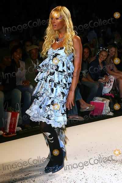 Paris Hilton, Jessica Paré, Michael Paré Photo - Olympus Fashion Week: Heatherette Show Spring 2005- Runway at Bryant Park in New York City 09/08/2004 Photo: John Zissel/ Ipol/ Globe Photos Inc 2004 Paris Hilton