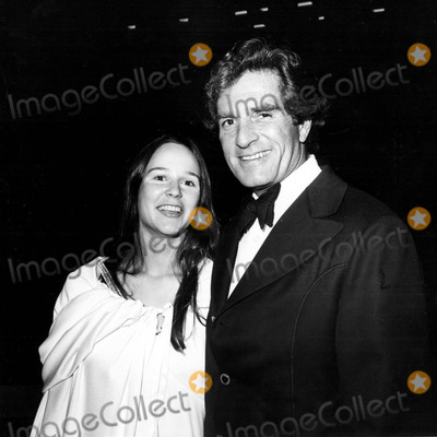 "Hugh O'Brian Photo - Hugh O'brian and Sheilah Barrington Attend the Benefit of the Musical ""Irene"" at the Shubert Theatre in Century City, Los Angeles 10/24/1974 1970's Nate Cutler/ Globe Photos, Inc."