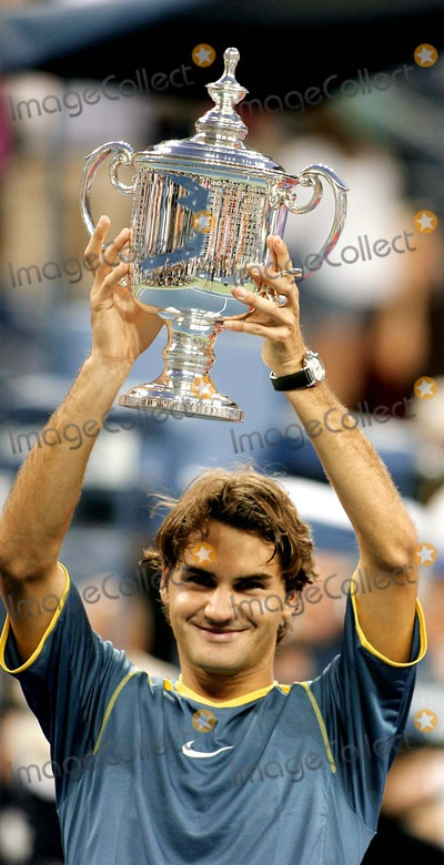 Roger Federer, Andre Agassi, Queen Photo - Us Open Men's Finals, Andre Agassi Versus Roger Federer, at the Usta Tennis Center, Queens, New York. 09-11-2005 Photo: John Barrett / Globe Photos Inc