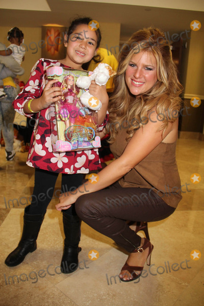 "Robyn Photo - ""Working Dreams"" Annual Holiday Toy Drive Courtyard Marriott, Culver City, CA 12/22/2014 Carly Robyn Green Clinton H. Wallace/ipol/Globe Photos Inc"