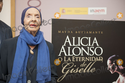 Gisele, Giselle, Alicia Alonso Photo - SEVILLE, SPAIN, November 4: Alicia Alonso attends the presentation of the book, -Alicia Alonso or eternity of Giselle- of the writer Giselle Mayda Bustamante in the theater La Maestranza in Seville, Spain.